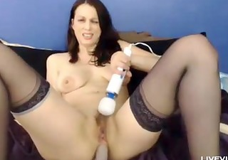 sexually excited hot mommy rose fingers her curly
