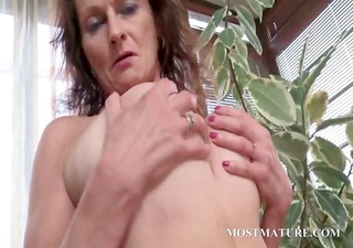 in nature cougar works tits and hairy cum-hole